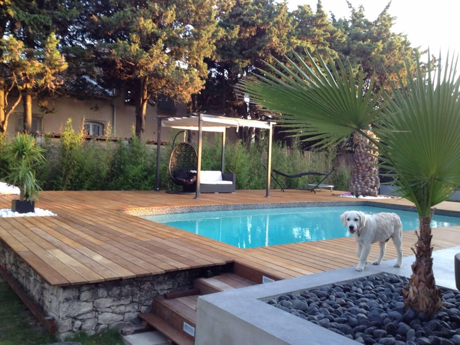 cr ation d un jardin avec am nagement d une terrasse parquet en pilotis avignon jardinier. Black Bedroom Furniture Sets. Home Design Ideas