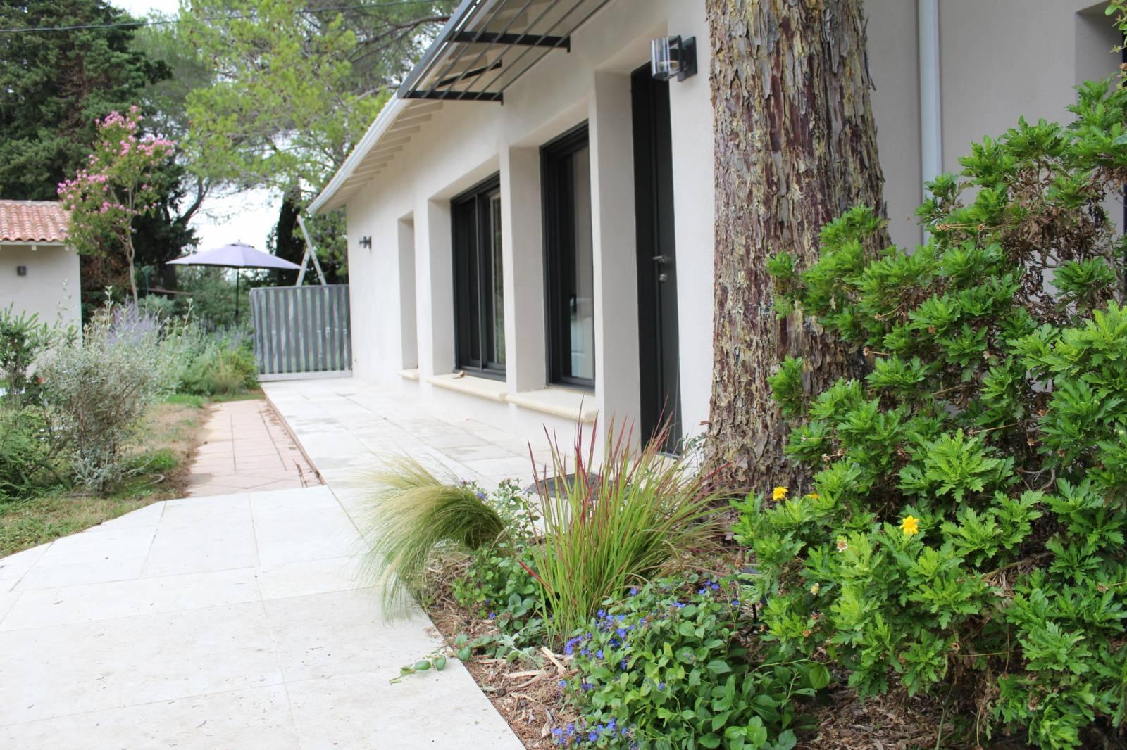 Aménagement d\'un jardin contemporain sur Les Angles - Jardinier ...